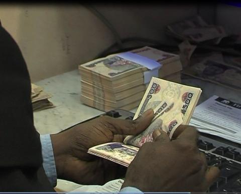 Naira Crumbles To Worst Low, Less Than N500 Per Dollar
