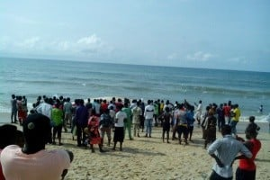 Crowd at the shore